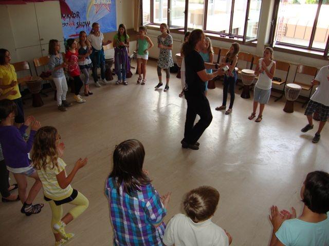 Drummotion Trommelworkshop mit Jugendliche Gymnasium Klosterneuburg